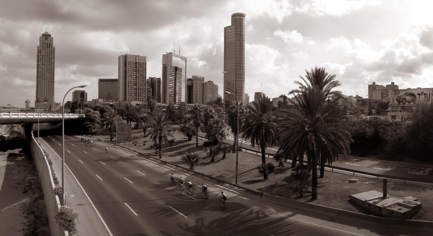 http://www.gumer.info/blog/yomkippur/auto-upload.wikimedia.org-Yom-ppur_on-ghway_20_Tel-Aviv.jpg